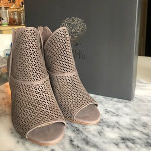 Vince Camuto Heels. Style- VC Vatena. Taupe